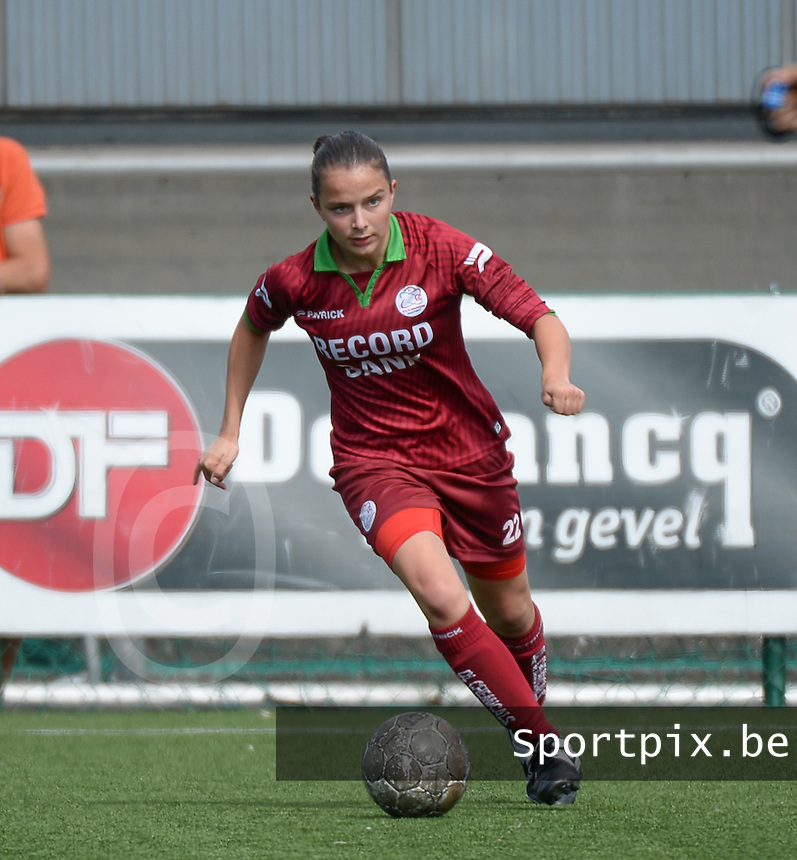 20150808 - ZULTE , BELGIUM : Zulte's Ulrike De Frere pictured during a friendly soccer match between the women teams of Zulte-Waregem and RSC Anderlecht  , during the preparations for the 2015-2016 SUPERLEAGUE season, Saturday 8 August 2015 . PHOTO DAVID CATRY