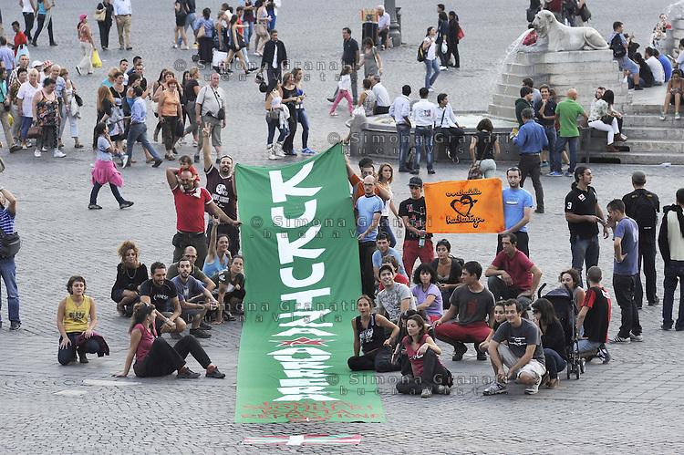 """Roma 25 settembre 2011.Piazza del Popolo.Cenri sociali solidarizzano con il centro sociale basco """"Kukutza"""" sgomberato e distrutto."""