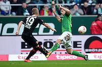 FUSSBALL   1. BUNDESLIGA   SAISON 2012/2013    24. SPIELTAG SV Werder Bremen - FC Augsburg                           02.03.2013 Matthias Ostrzolek (li, Augsburg) gegen Marko Arnautovic (re, SV Werder Bremen)