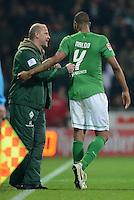 FUSSBALL   1. BUNDESLIGA  SAISON 2011/2012  30. SPIELTAG 10.04.2012 SV Werder Bremen - Borussia Moenchengladbach  JUBEL Werder Bremen; Torschuetze Naldo (re) mit Trainer Thomas Schaaf (SV Werder Bremen)