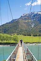 Tramper on bridge