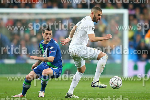 12.04.2016, Estadio Santiago Bernabeu, Madrid, ESP, UEFA CL, Real Madrid vs VfL Wolfsburg, Viertelfinale, Rueckspiel, im Bild Real Madrid's Karim Benzema (r) and WfL Wolfsburg's Vieirinha // during the UEFA Champions League Quaterfinal, 2nd Leg match between Real Madrid and VfL Wolfsburg at the Estadio Santiago Bernabeu in Madrid, Spain on 2016/04/12. EXPA Pictures &copy; 2016, PhotoCredit: EXPA/ Alterphotos/ Acero<br /> <br /> *****ATTENTION - OUT of ESP, SUI*****