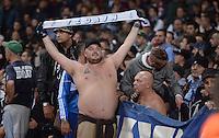 FUSSBALL   CHAMPIONS LEAGUE   VORRUNDE     SAISON 2013/2014    Arsenal London - SSC Neapel   01.10.2013 Ein Neapel Fan zeigt  Schal und Bauch