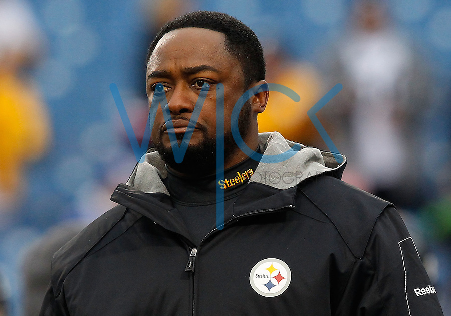 PITTSBURGH - NOVEMBER 28:  Head coach Mike Tomlin of the Pittsburgh Steelers watches his team warm up prior to the game against the Buffalo Bills on November 28, 2010 at Heinz Field in Pittsburgh, Pennsylvania.  (Photo by Jared Wickerham/Getty Images)
