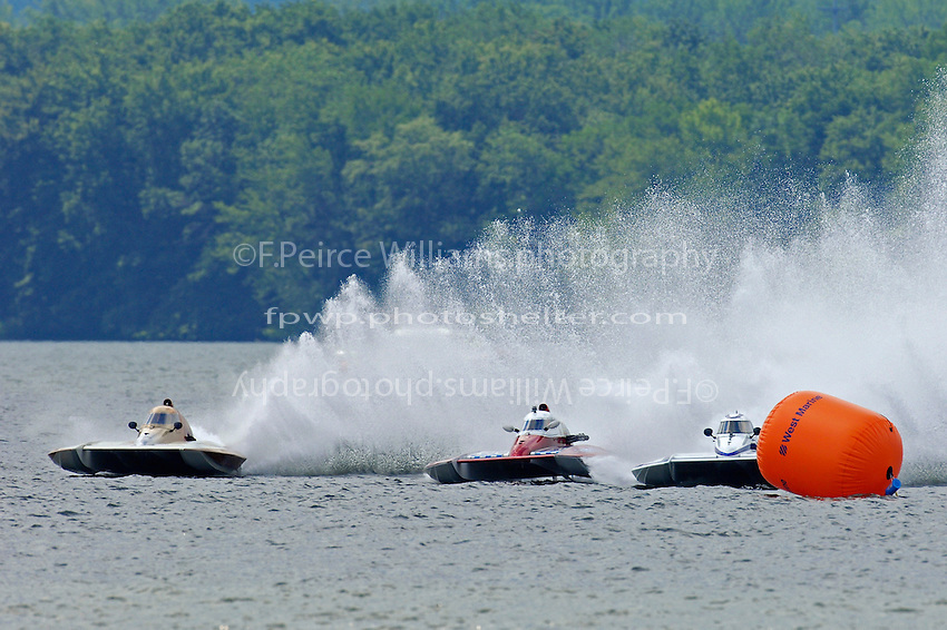 """(L to R): Kent Henderson, S-00, Rob Stevenson, CS-10 """"Wetspot"""" and Mike Monohan, S-9 """"Rewinder""""  (2.5 Litre Stock hydroplane(s)"""