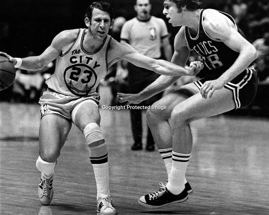 Golden State Warrior Jeff Mullins against the Celtics..(1971 photo by Ron Riesterer)