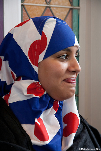 The Dutch female muslim Fadwa Kartoubi (32 age) got the first and only  Frisian headscarf in the colors of the Frisian flag.