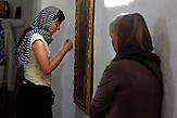 Branka Krneta im Kloster in Velki Decani. / Serbische Reisegruppe in serbischen Enklaven im Kosovo, mitorganisiert von Branka Krneta, einer25-jährigen Serbin. Sie fahren an historisch serbisch dominierte Orte. Die Teilnehmer stehen meist der nationalistischen Organisation Kosmet nahe und sehen Kosovo als Teil Serbiens.