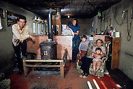 Russellville, Arkansas, U.S.A, DEcember, 1980. America severly marked by the recession. Samy Grow and his family. Without regular work, Samy ekes out an existence as a logger.