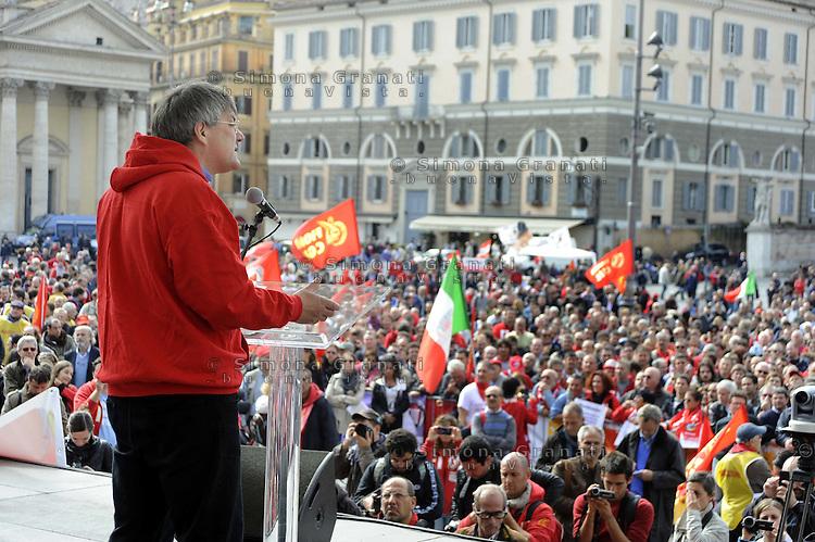 Roma, 21 Ottobre 2011.Piazza del Popolo.Manifestazione della Fiom per il Lavoro , la Democrazia , contro i Licenziamenti..Maurizio Landini