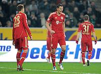 FUSSBALL   1. BUNDESLIGA  SAISON 2011/2012   18.  Spieltag   20.01.2012 Borussia Moenchengladbach   - FC Bayern Muenchen  Holger Badstuber (li.) mit dem verletzten Daniel van Buyten (FC Bayern Muenchen)