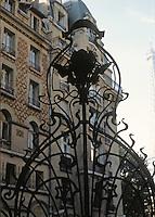 Jules Lavirotte: Square Rapp, Paris 1901. Wrought iron gate.