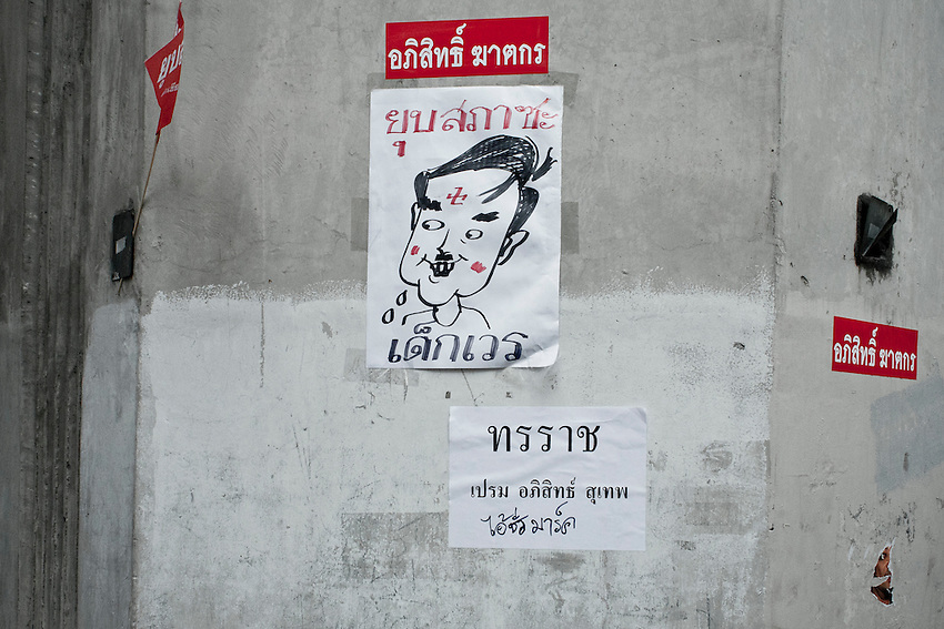 The prime minister Abbhisit caricatured as Hitler in the camp of red shirts in Bangkok. (the nazi's cross, is inverted, drawn as like the traditionnal buddhic svastika).