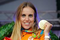 ZEILEN: WARTEN: 27-08-2016, Marit Bouwmeester, Olympische Medaille, ©foto Martin de Jong