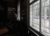 """Wladimir Romanowski ist Vorsitzender der Minsker Abteilung der Internationalen Gesellschaft """"Memorial? in Belarus, Fachmann für die Geschichte des Zweiten Weltkriegs sowie der Vernichtungsorte der Repressierten. Er wurde in einem Gulag auf der Insel Sachalin geboren und verbrachte die ersten drei Jahre seines Lebens getrennt von seiner Mutter mit anderen Deportierten in einem Kuhstall. Nach der Rehabilitierung seiner Eltern in der Poststalinära arbeitete er in Minsk als Computerfachmann bevor er in Rente ging.."""