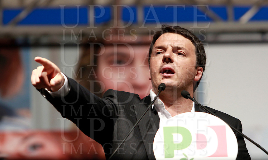 Il Presidente del Consiglio Matteo Renzi parla alla manifestazione di chiusura della campagna elettorale del Partito Democratico per le elezioni europee, a Roma, 22 maggio 2014.<br /> Italian Premier Matteo Renzi attends the Democratic Party's electoral campaign closing rally for the upcoming European elections, in Rome, 22 May 2014.<br /> UPDATE IMAGES PRESS/Isabella Bonotto