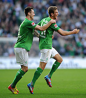 FUSSBALL   1. BUNDESLIGA   SAISON 2011/2012   27. SPIELTAG SV Werder Bremen - FC Augsburg                        24.03.2012 Torjubel nach dem 1:0: Francois Affolter (li) und Niclas Fuellkrug (re, beide SV Werder Bremen)