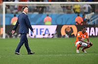 FUSSBALL WM 2014                HALBFINALE Niederlande - Argentinien       09.07.2014 Trainer Louis van Gaal (li) und Georginio Wijnaldum (re, beide Niederlande) sind nach dem Spiel enttaeuscht