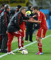 FUSSBALL   1. BUNDESLIGA   SAISON 2011/2012   30. SPIELTAG Borussia Dortmund - FC Bayern Muenchen            11.04.2012 Bastian Schweinsteiger (li) macht den Co-Trainer und gibt Thomas Mueller (re, FC Bayern Muenchen) Anweisungen.