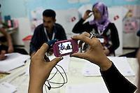 23 ottobre 2011 Tunisi, elezioni libere per l'Assemblea Costituente, le prime della Primavera araba: scrutinio in un seggio elettorale. Una donna fa una foto.<br /> premieres elections libres en Tunisie octobre <br /> tunisian elections