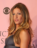 May 02, 2007 - Los Angeles, CA, USA - Top Brazilian supermodel GISELE BUNDCHEN, 26, has dumped lingerie giant Victoria's Secret after it refused to increase her  million-a-year salary. Bundchen joined Victoria's Secret eight years ago. Pictured: Nov 16, 2006; Model GISELE BUNDCHEN arrives for the Victoria's Secret Fashion Show. Mandatory Credit: Photo by Marianna Day Massey/ZUMA Press. (©) Copyright 2006 by Marianna Day Massey