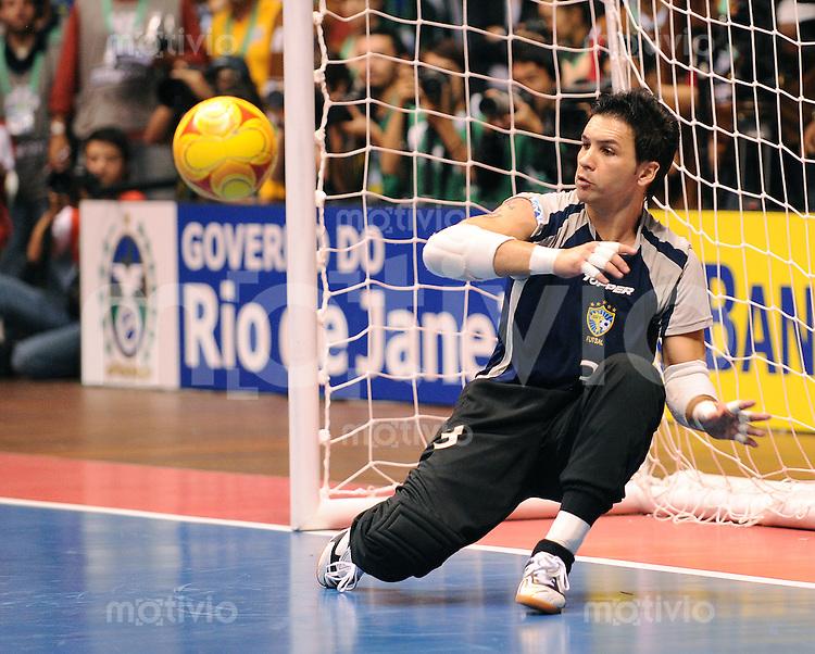 Fussball  International  FIFA  FUTSAL WM 2008   19.10.2008 Finale Brasil - Spain Brasilien - Spanien FRANKLIN (BRA) haelt den entscheidenden Penalty