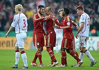 FUSSBALL  DFB POKAL       SAISON 2012/2013 FC Bayern Muenchen - 1 FC Kaiserslautern  31.10.2012 JUBEL nach dem Sieg ,. Emre Can, Arjen Robben (v. li., FC Bayern Muenchen)