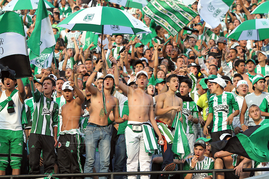 MEDELL&Iacute;N -COLOMBIA, 14-07-2013. Hinchas del Atl&eacute;tico Nacional  durante el encuentro contra Santa Fe  jugado en el estadio Atanasio Girardot de la ciudad de Medell&iacute;n ./National Athletic fans during the game against Santa Fe played in the Atanasio Girardot stadium in Medellin<br /> . Photo: VizzorImage/ Felipe Caicedo/ STAFF