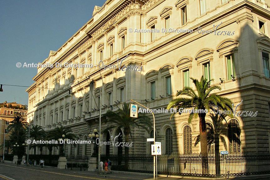La Banca d'Italia è la banca centrale della Repubblica italiana ed è parte del Sistema europeo di banche centrali (SEBC) e dell'Eurosistema..The Bank of Italy is the central bank of the Republic of Italy and part of the European System of Central Banks (ESCB) and the Eurosystem....