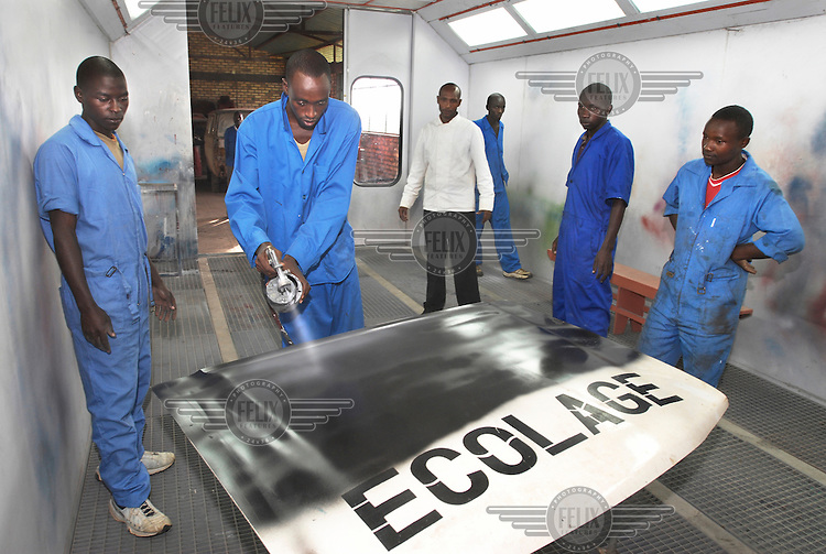 At the CFP Kavumu, a centre for professional education, students get the opportunity to learn practical, vocational skills such as driving, plumbing or car mechanics.