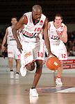 Basketball, BBL 2003/2004 , 1.Bundesliga Herren, Wuerzburg (Germany) X-Rays TSK Wuerzburg - GHP Bamberg (62:84) Butch Tshomba (Wuerzburg) am Ball