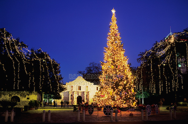 The Alamo with Christmas lights, San Antonio Missions National Historic Park, San Antonio,Texas, USA