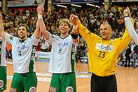 Schlussjubel der Frisch Auf Spieler, v.l.n.r. Tim Kneule, Manuel Späth, Bastian Rutschmann (alle FAG)