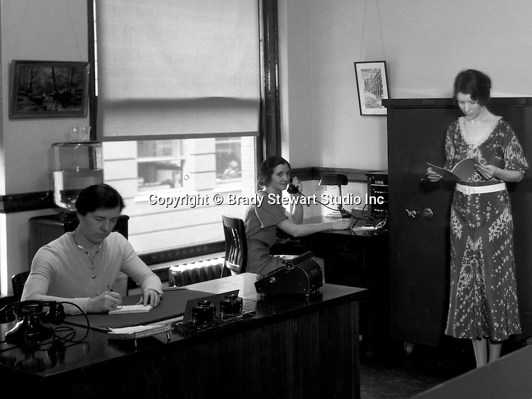 Pittsburgh PA:  Employees at work in the Office of the Registrar, Duquesne University - 1932
