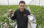 Foto: VidiPhoto<br /> <br /> PIJNACKER - Eigenaar Peter Duijvestijn van Duijvestijn Tomaten in Pijnacker met enkele verwerkte producten van zijn bedrijf.