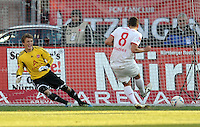 FUSSBALL   1. BUNDESLIGA  SAISON 2011/2012   10. Spieltag 1 FC Nuernberg - VfB Stuttgart         22.10.2011 Elfmeter Tor zum 1:1 von Zdravko Kuzmanovic (VfB Stuttgart) gegen Torwart  Alexander Stephan  (1 FC Nuernberg)