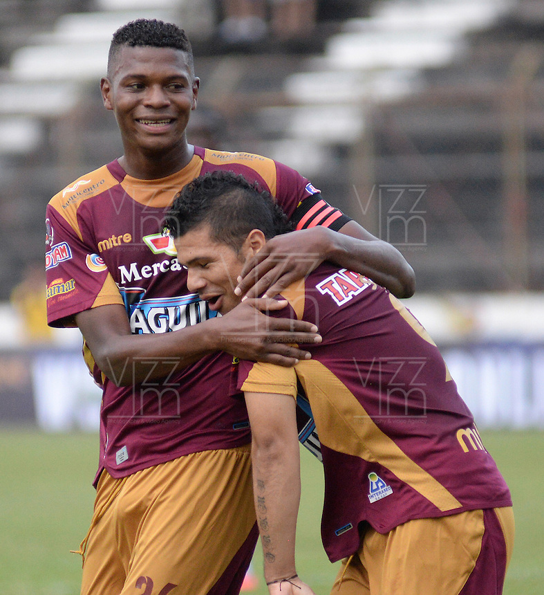 IBAGUE -COLOMBIA, 31-ENERO-2015. Robin Ramirez  (Der) del Deportes Tolima celebra su gol  contra el  Chico F.C durante la primera fecha de La Liga Aguila jugado en el estadio Manuel Murillo Toro de la ciudad de Ibague. /  Robin Ramirez (R)  of Deportes Tolima celebrates his goal  against   of Chico F.C.  during the first round of La Liga Aguila played at Manuel Murillo Toro   stadium in Ibague city. Photo / VizzorImage / Juan Carlos Escobar / Stringer