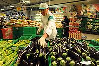 Coop.Lavoratori nei supermercati.