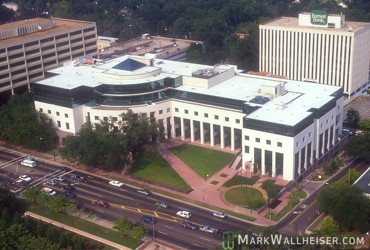 Photo of the Leon County Courthouse in the late 90s