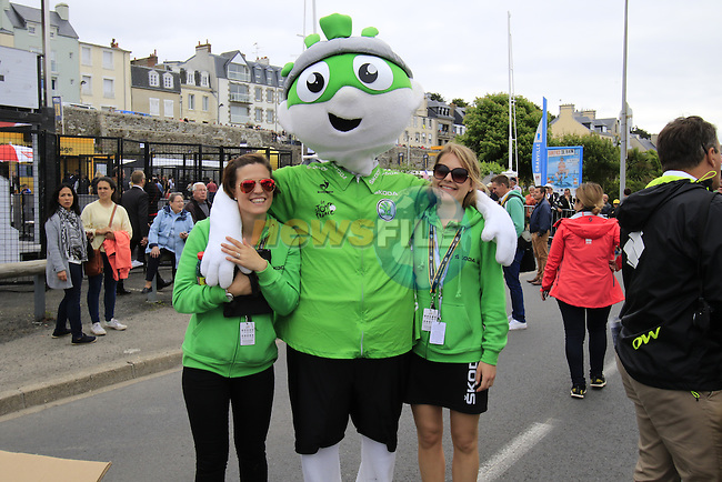 Skoda personal entertain the crowds before the start of Stage 3 of the 2016 Tour de France, running 223.5km from Granville to Angers, France . 4th July 2016.<br /> Picture: Eoin Clarke | Newsfile<br /> <br /> <br /> All photos usage must carry mandatory copyright credit (&copy; Newsfile | Eoin Clarke)