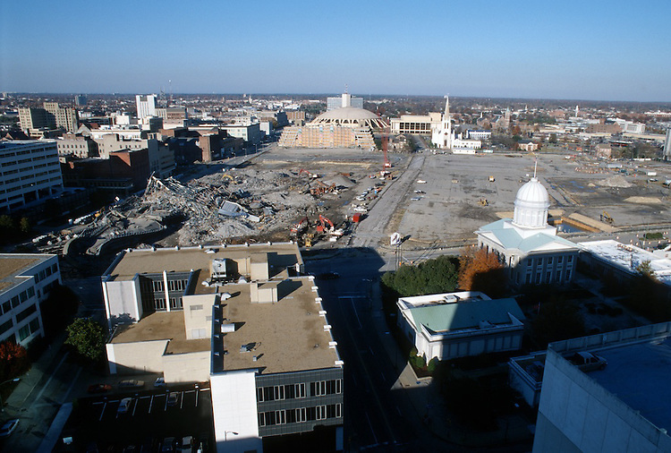 1996 DECEMBER 03..Redevelopment..Macarthur Center.Downtown North (R-8)..LOOKING NORTH...NEG#.NRHA#..