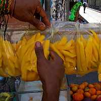 The hands of a mango salesman - Santa Marta - Colombia