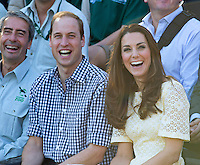 Kate, Duchess of Cambridge & Prince William laughing at the zoo in Sidney - Australia