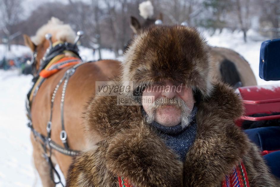 Amérique/Amérique du Nord/Canada/Québec/ Québec:  Promenade en  traineau   sur  les Plaines d'Abraham  -Cocher et son cheval