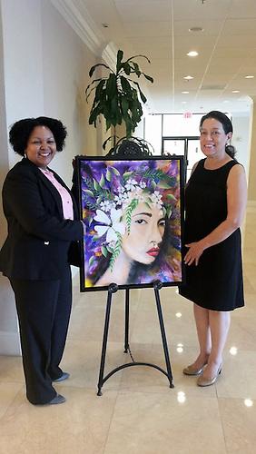 La Representante Estatal ante Tallahassee, Daisy Báez, comparte con la pintora Yorka Ralwins durante la actividad cultural.