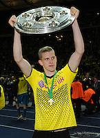 FUSSBALL      DFB POKAL FINALE       SAISON 2011/2012 Borussia Dortmund - FC Bayern Muenchen   12.05.2012 Sven Bender (Borussia Dortmund) jubelt mit der Meisterschale