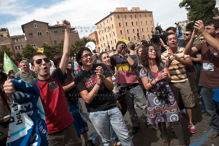 Roma 13 Giugno 2011.Festa a Piazza della Bocca della Verita'   per le prime notizie sul raggiungimento del quorum dei  comitati «Vota Sì per fermare il nucleare» e «due Sì per l'acqua bene comune»