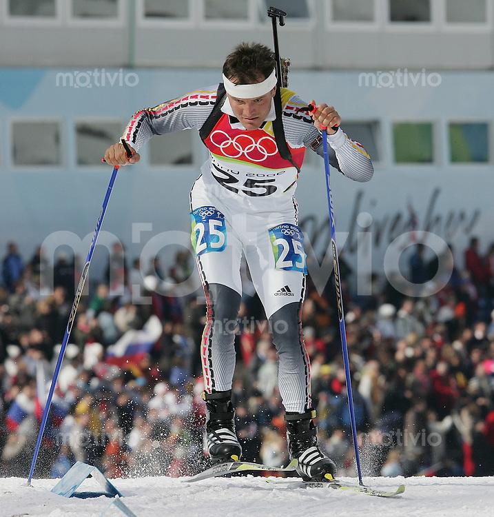 Olympia 20. Olympische Winterspiele 2006 Turin Biathlon 10 km Herren Aktion, Sven Fischer (GER) gewinnt die Goldmedaille