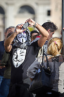 ITA: Un manifestante con la maschera di Guy Fawkes Roma 19 Ottobre 2013. Decine di migliaia di persone sono scese in piazza per protestare contro le misure di austerità e tagli di bilancio in Italia. (Foto di Adamo Di Loreto/BuenaVista*photo) ENG: A man with the mask of Guy Fawkes and take a photo with smartphone on October 19, 2013 in Rome. Tens of thousands of people took to the streets to protest against the austerity measures and budget cuts in Italy. (Photo credit Adamo Di Loreto/BuenaVista*photo)