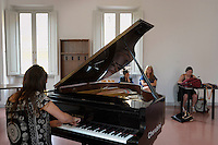 RomeSmarts - Rome Summer Musical Arts..Toyich International Projects in collaboration with the University of Toronto, Canada. The pianist Jamie Corbett.